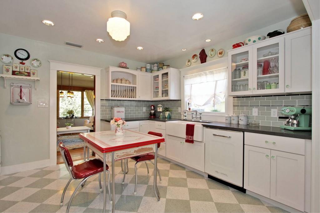 Η Vintage Κουζίνα Δίνει στο Σπίτι σας Ρομαντική Ατμόσφαιρα